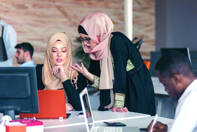 arab women ara using the digital skills